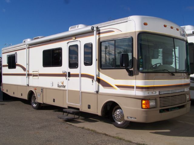 Fleetwood Bounder 32K - Stock # : 0284 Michigan RV Broker USA